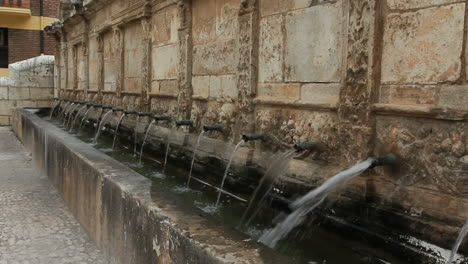 Spain-Aragon-Daroca-fountain-of-twenty-pipes