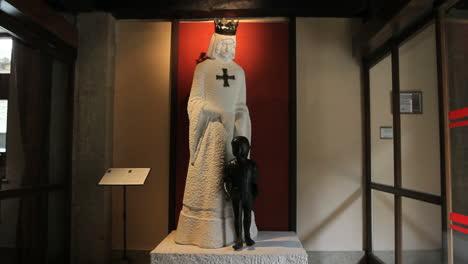 Spain-Aragon-Sos-del-Rey-young-Ferdinand-statue