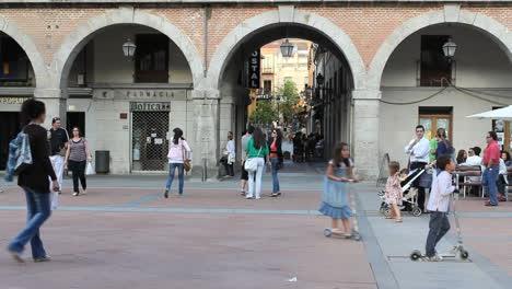 Spain-Avila-children-playing-in-plaza
