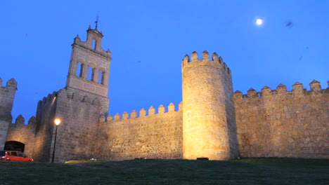 Spain-Avila-gate-and-walls-with-moon