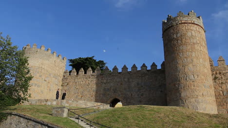 Spain-Avila-gate-in-walls