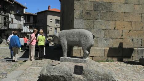 Spain-La-Alberca-pig-statue