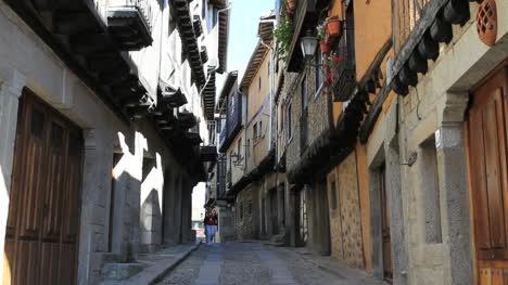 Spain-La-Alberca-narrow-street