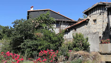 Spain-La-Alberca-houses-and-roses