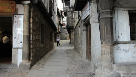 Spain-La-Alberca-tourists-in-street-2