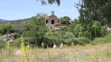 Spain-Castile-Valle-de-Iruelas-chapel-and-hikers
