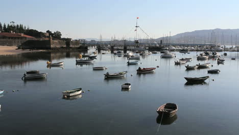 Spain-Galicia-Baiona-many-boats-castle-wall-2