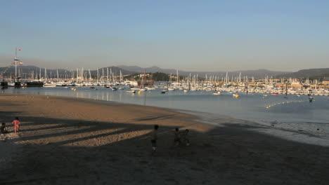 España-Galicia-Puerto-De-Baiona-Niños-Jugando