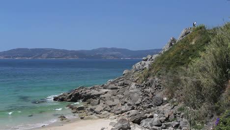 Spain-Galicia-Ria-de-Muros-y-Noia-slabs-at-slope-1