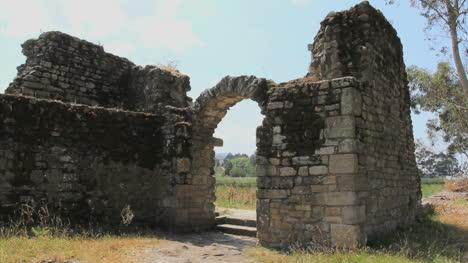 España-Torres-En-Río-Ulla-Puerta-En-Ruinas
