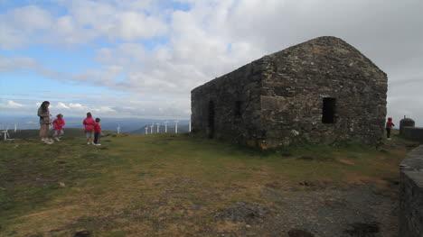 Spain-Galicia-Garita-de-Herbeira-stone-hut1