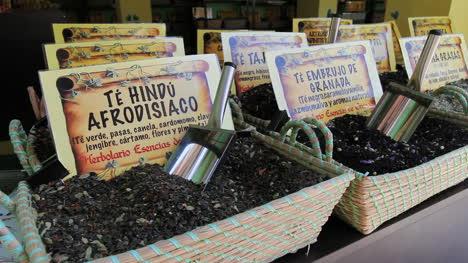 Granada-spices-in-baskets