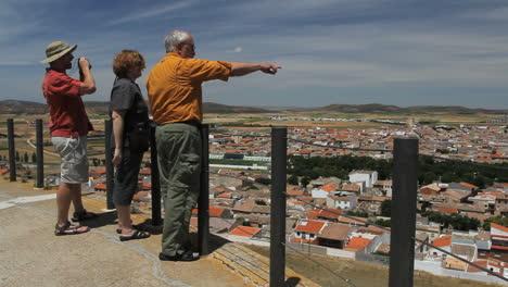Spain-Castile-tourists-at-Consuegra-lookout