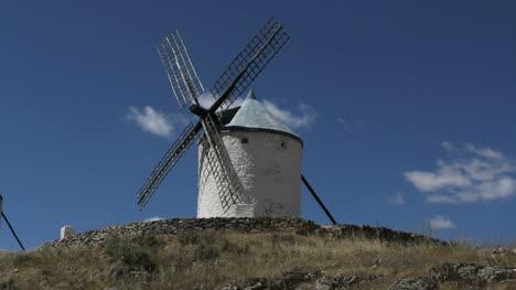 La-Mancha-windmill-at-Consuegra-4