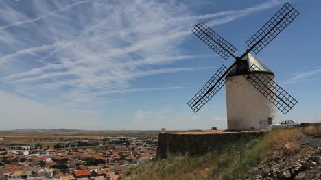 La-Mancha-windmills-at-Consuegra-11