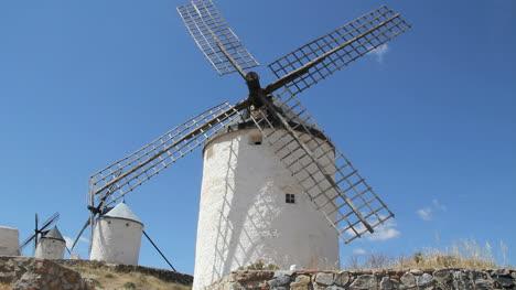 La-Mancha-windmills-near-Consuegra-2