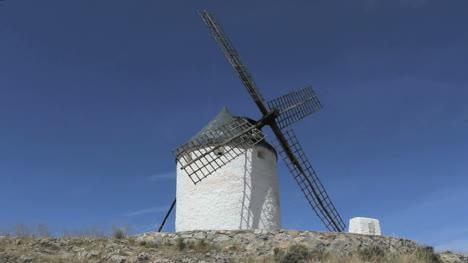 Spain-La-Mancha-windmills-at-Consuegra-5