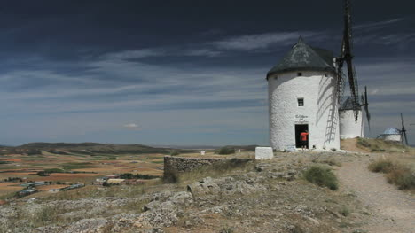 Spain-La-Mancha-windmills-at-Consuegra-9