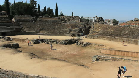 Spain-Merida-Roman-amphitheater-with-tourists