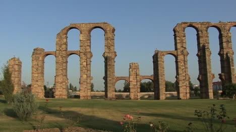 Merida-Aqueduct-of-the-Miracles-view