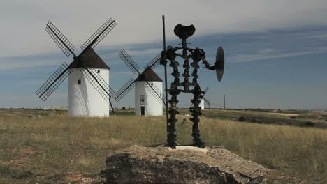 Spain-Mota-del-Cuervo-windmills-with-statue