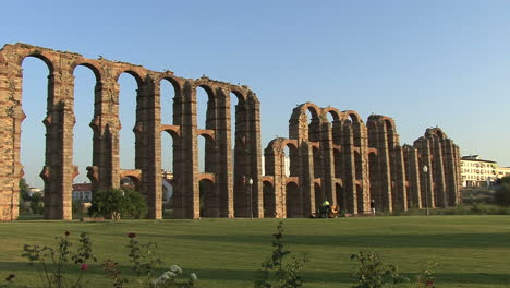 Merida-Aqueduct-of-the-Miracles-3
