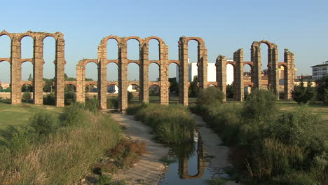 Merida-Aqueduct-of-the-Miracles-with-reflection