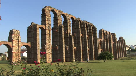 Merida-Aqueduct-of-the-Miracles-side-view
