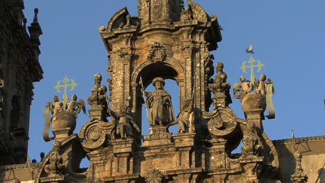 Santiago-cathedral-with-St-James-statue