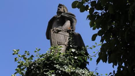 Santiago-king-statue