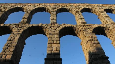 Acueducto-De-Segovia-La-Noche-Se-Inclina-Hacia-Arriba