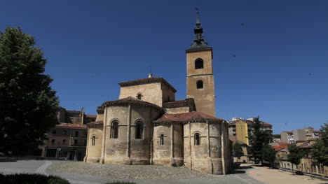 Segovia-San-Millan-church-with-many-swallows