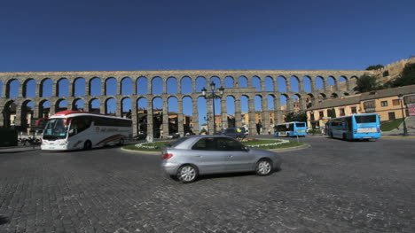 Segovia-aquaduct-morning-traffic-circle-time-lapse