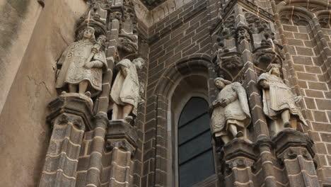 Toledo-Figures-On-San-Juan-De-Los-Reyes-Church