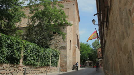 Toledo-Jewish-quarter-with-flag