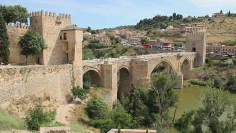 Toledo-footbridge-9