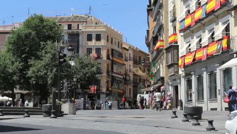 Toledo-plaza-with-holiday-decorations