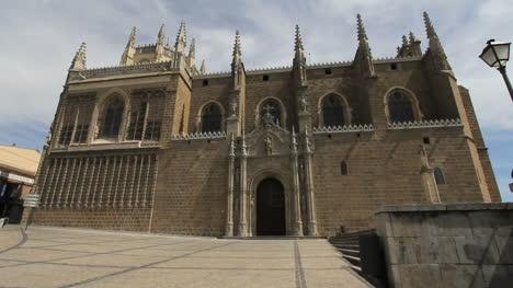 Toledo-San-Juan-de-los-Reyes-facade-2