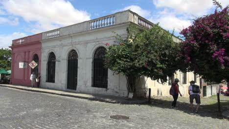 Uruguay-Colonia-street-&-doors-s