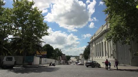 Uruguay-Colonia-street-to-rivers