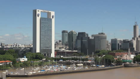 Buenos-Aires-skyline-and-small-boat-harbor