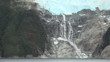 Patagonia-Beagle-Channel-Glacier-Alley-waterfall-s2c