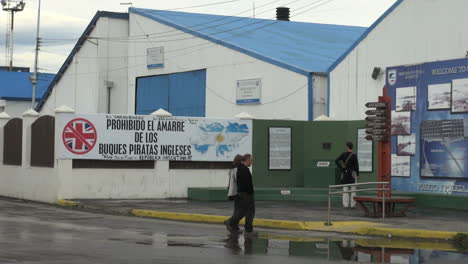Argentina-Ushuaia-English-pirate-ships-prohibited-sign