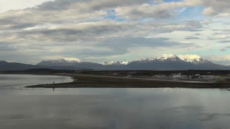 Argentina-Cala-De-La-Península-De-Ushuaia-Y-Pista-Del-Aeropuerto