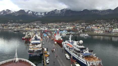 Argentina-Ushuaia-wide-dock-between-ships