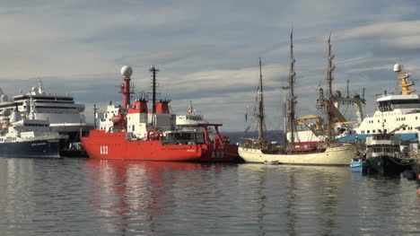 Argentina-Ushuaia-ships-at-dock-reflected-in-water