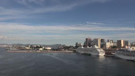 Rio-cruise-cruise-ship-docks