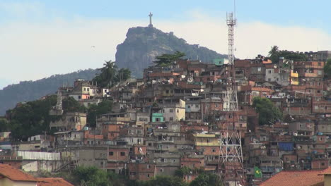 Rio-favela-and-Corcovado-in-the-distance-s