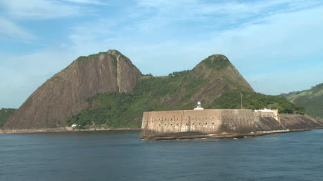 Rio-fort-and-mountains