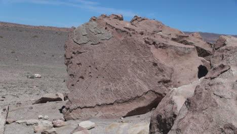 Chile-Atacama-lines-scratched-on-boulder-8